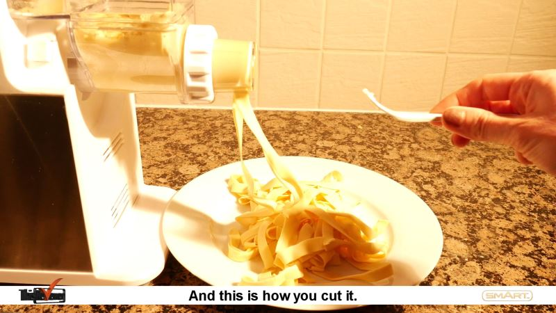 making_homemade_pasta_spaghetti_and_fettuccini_using_a_pasta_maker_review cleaning